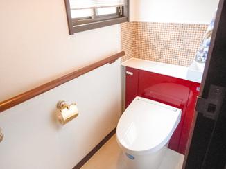 トイレリフォーム タイルとアクセントカラーで作るこだわりトイレ