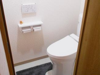 トイレリフォーム 出入りの不便さを解消し、快適空間となったトイレ