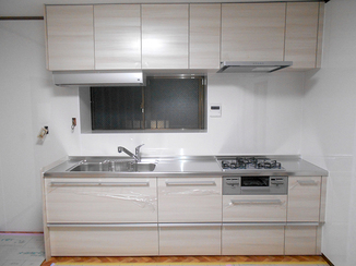 キッチンリフォーム 明るいカラーのお掃除がしやすいキッチン
