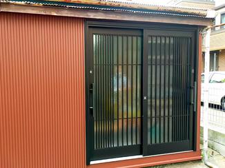 エクステリアリフォーム まるで新築のように見栄えがよくなった玄関ドアと外壁